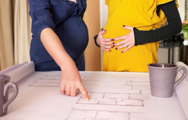Fotografía mujeres embarazadas trabajando