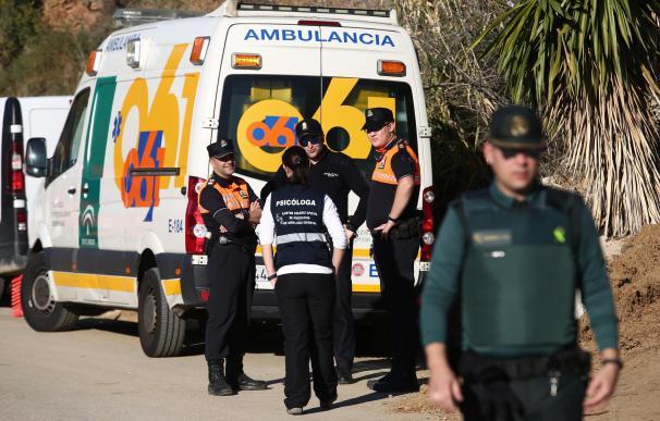 Continúan la búsqueda del niño caído en un pozo en Totalán (Málaga).