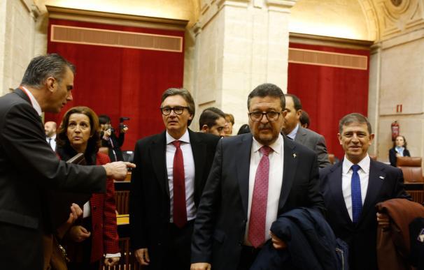 Los diputados de Vox Manuel Gavira (a la izqda) y Francisco Serrano (a la dcha)
