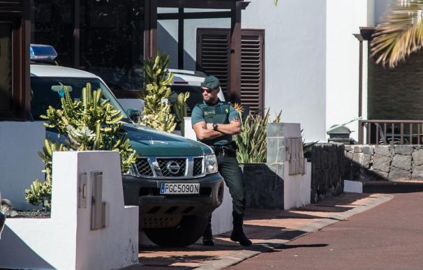 Efectivos de la Guardia Civil se personan en el domicilio de Romina Celeste, desaparecida desde la noche del pasado 31 de diciembre y donde anoche fue detenido su marido.