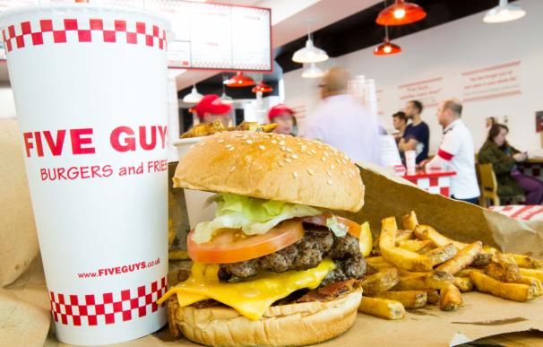 La cadena 'Five Guys' es una de las hamburgueserías que ha desembarcado en la Gran Vía.