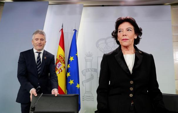 Isabel Celaá y el ministro Fernando Grande- Marlaska tras el Consejo de Ministros