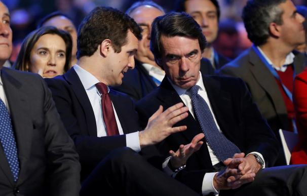 Casado y Aznar durante la Convención del PP