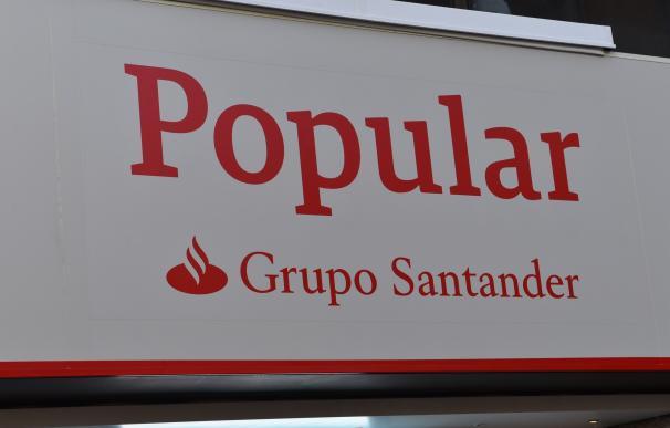 Nuevos rótulos de las oficinas de Popular tras la integración con Santander