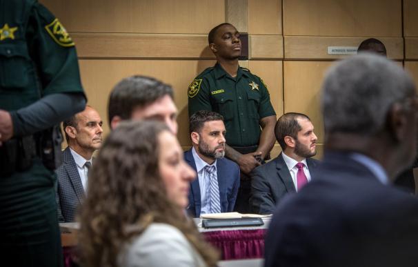 El ciudadano español-estadounidense Pablo Ibar (c) asiste a una audiencia este sábado en el Tribunal Estatal de Florida (EFE)