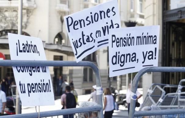 Pancartas en una manifestaciones por las pensiones