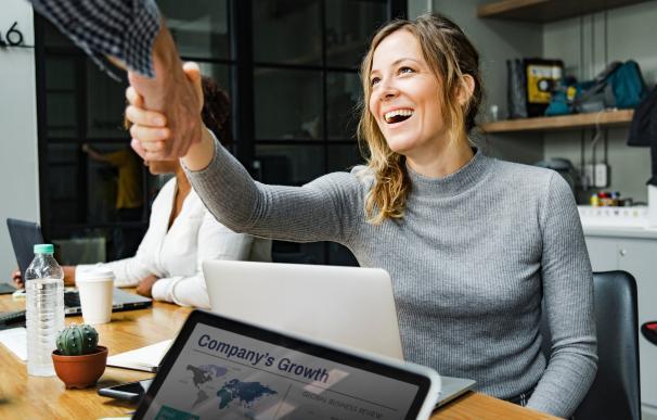 La medida hace que aumente la contratación de mujeres. / Pexels