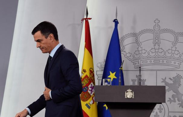 El presidente del Gobierno, Pedro Sánchez, tras la rueda de prensa ofrecida este sábado en el Palacio de la Moncloa (EFE)