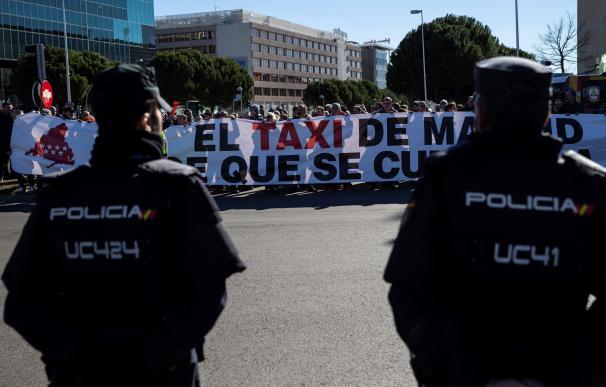 Los taxistas siguen en huelga.