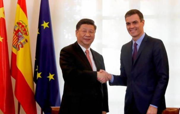 El presidente de la República Popular de China, Xi Jinping, durante la firma de varios acuerdos con el jefe del Ejecutivo, Pedro Sánchez. / Efe