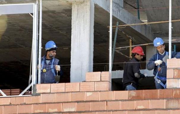 Fotografía operarios de la construcción / EFE