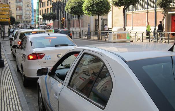 Taxistas de Málaga continuarán con la huelga a la espera de la reunión del miércoles con la Junta de Andalucía