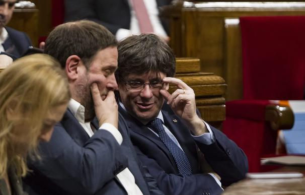 Junqueras y Puigdemont en el Parlament en imagen de archivo / Q. GARCÍA / EFE
