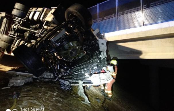 El conductor de uno de los vehículos falleció en el acto (Foto: Bombers València)