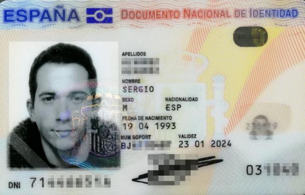 El DNI de Sergio Álvarez, con su palillo, y que ahora tendrá que cambiar.