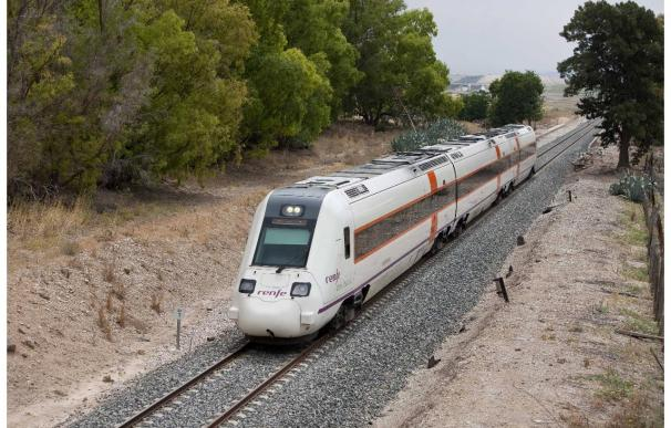 Renfe pone en servicio este domingo un nuevo tren diario Madrid-Badajoz y uno los viernes de Madrid a Cáceres