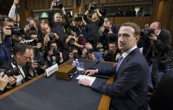 Fotografía Zuckerberg declarando en el Senado de EEUU