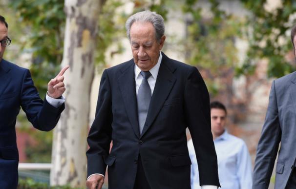 El expresidente de OHL Juan Miguel Villar Mir (c), a su llegada hoy a la Audiencia Nacional. EFE
