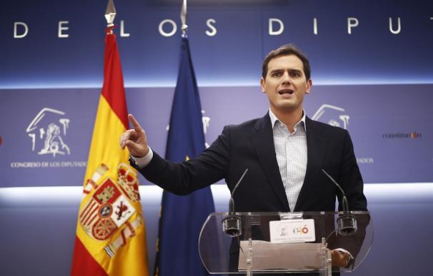 Ciudadanos convoca a los españoles a manifestarse el domingo en Madrid contra las cesiones de Sánchez al independentismo.