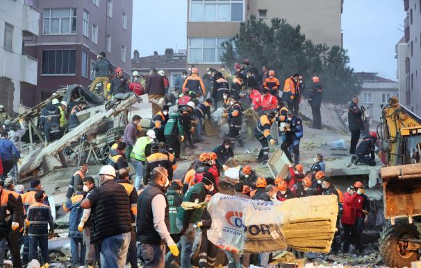 Derrumbe edificio Estambul