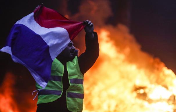 Macron amenaza con declarar el estado de emergencia
