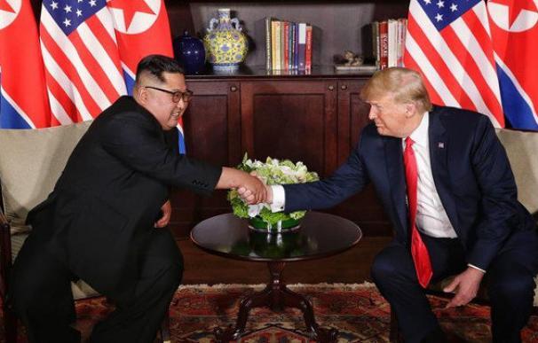 Kim Jong-Un y Donald Trump, en su primera reunión. EFE