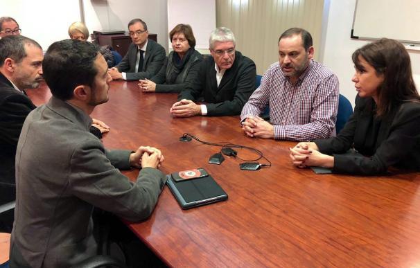 El ministro de Fomento analizando con el conseller Calvet el accidente ferroviario