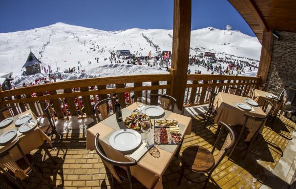 Vistas del restaurante Alcazaba © Archivo Cetursa Sierra Nevada