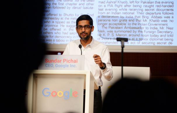 Imagen de Sundar Pichai, director ejecutivo de Google, durante una conferencia en el MWC de Barcelona (Eric Piermont/AFP)