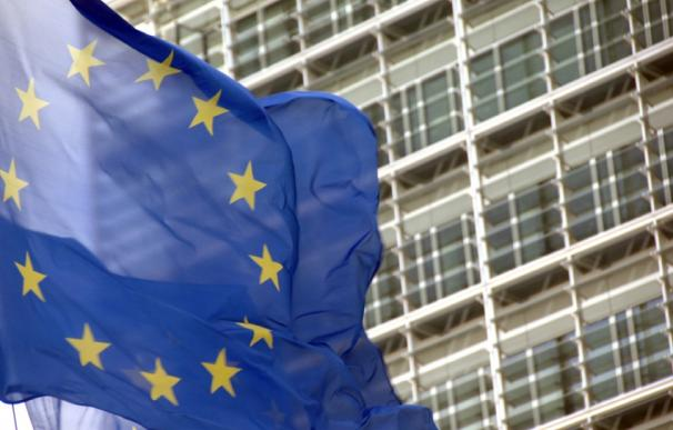 Bandera de la UE frente a la sede de la CE