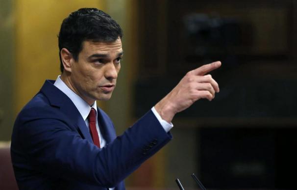 Fotografía de Pedro Sánchez, señalando con el dedito / EFE