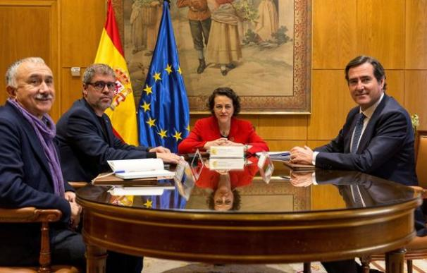 Foto reunión diálogo social con Antonio Garamendi / EFE
