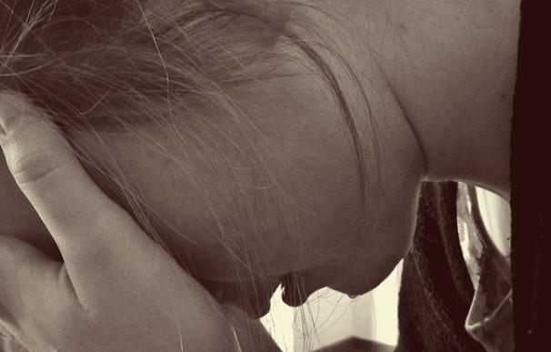 Fotografía de una mujer triste.