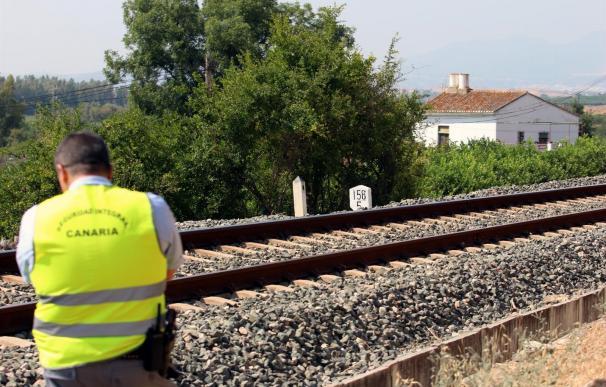 Niña hallada en las vías del tren en Pizarra