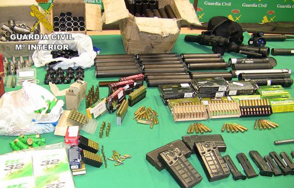 Detenidas 10 personas que suministraban armas y explosivos a narcos de Cádiz