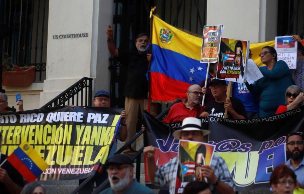 Numerosas personas se manifiestan en Venezuela por el colapso del país