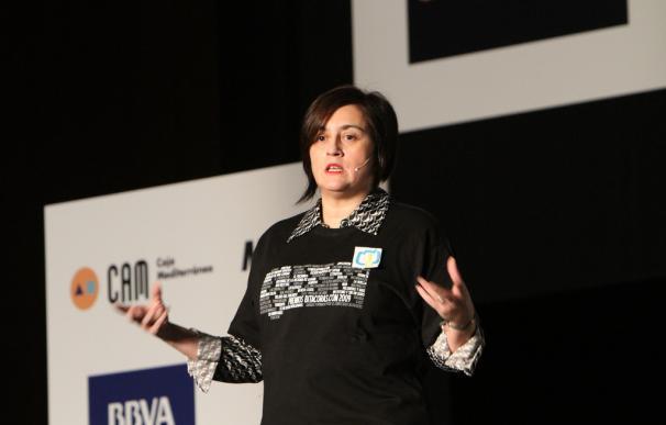 Paloma Llaneza durante una de sus charlas. / Javier Pedreira