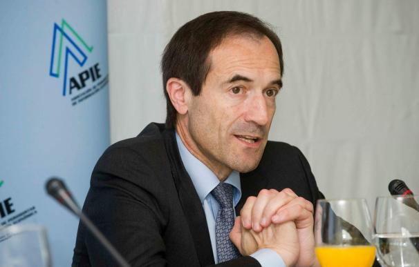 Manuel Menéndez informa al consejo de administración de Caja Cantabria de la nueva fusión de Liberbank