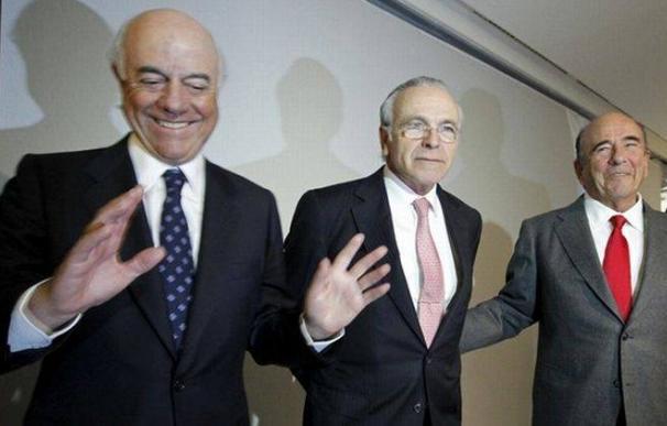 De izquierda a derecha, Francisco González, Isidre Fainé y Emilio Botín, en un acto empresarial, en febrero del 2011 en Madrid. - Foto: EFE