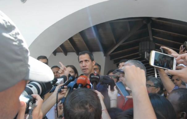 Guaidó insta al ejército a permitir la entrada de ayuda humanitaria