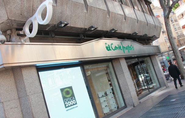 Exterior de una tienda de Óptica 2000.