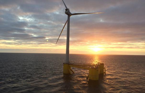 Primer turbina del que será el mayor parque eólico marino con tecnología flotante del mundo (Foto: Cobra)
