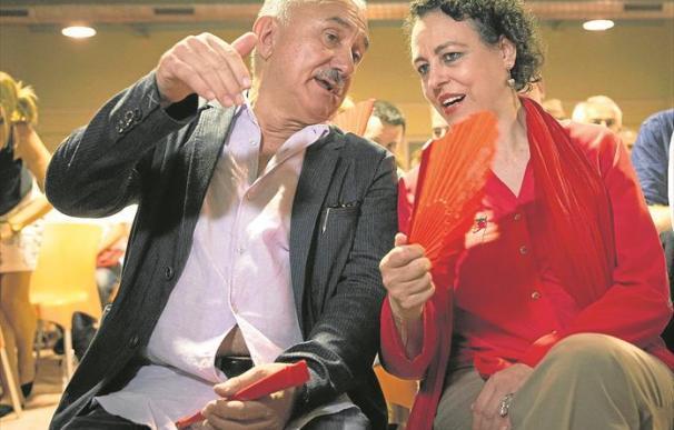 Foto de Magdalena Valerio con Pepe Álvarez / EFE