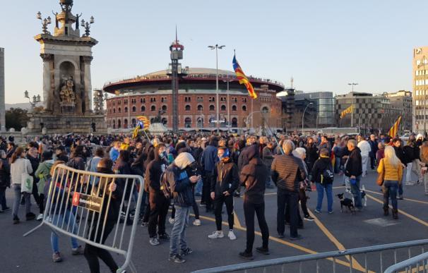 Miembros de los CDR cortan el tráfico en la Plaza de España