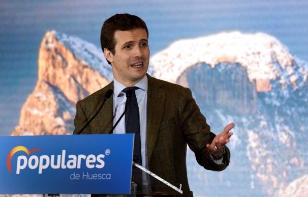 El presidente del PP Pablo Casado durante su intervención en el acto de presentación de la candidatura de Ana Alós al Ayuntamiento de Huesca celebrado esta tarde. EFE/ Javier Blasco