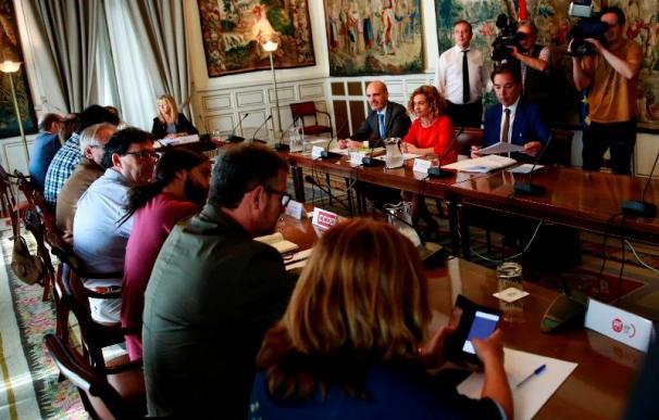 Fotografía Meritxell Batet reunión con sindicatos / Ministerio