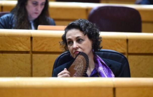 La ministra de Trabajo, Magdalena Valerio, durante la sesión de control al Gobierno en el pleno del Senado. EFE