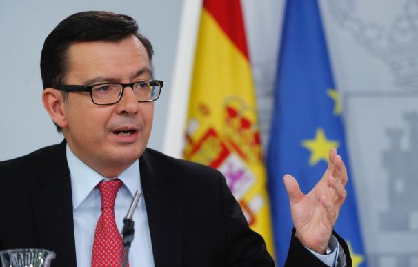 El ministro de Economía Román Escolano durante la rueda prensa tras la reunión del Consejo de Ministros, esta mañana en el Palacio de la Moncloa.-EFE/Ángel DÍaz