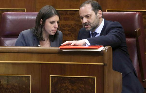 Irene Montero y José Luis Ábalos en el Congreso de los Diputados.