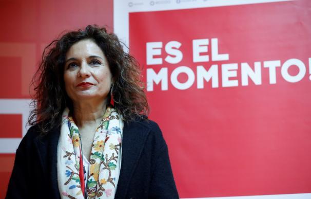 La Ministra de Hacienda, María Jesús Montero, durante la reunión con el secretario general de CCOO, Unai Sordo, en la sede del sindicato en Madrid.- EFE/Zipi